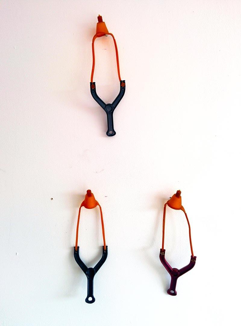 Nicola Boccini le sue opere fatte con la fionda