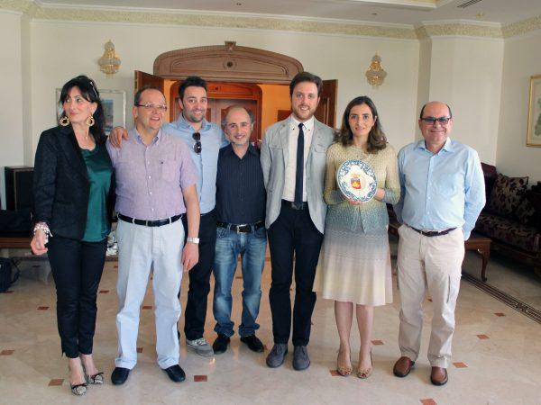Ambasciata italiana in Oman, l'ambasciatrice italiana Paola Amadei con gli artisti e delegati